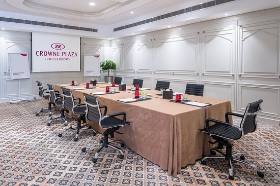Al Khanjar is the perfect venue for small meetings