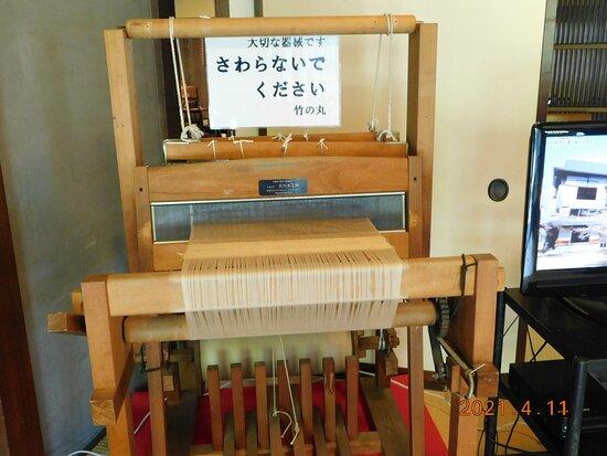 1階に展示してある 【竹の家】を建てた松本家が財を成した 葛布の織り機