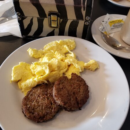 De Soto, MO: Chicken fried steak, soft scrambled eggs and sausage