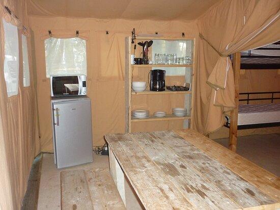 Grand Bungalow toilé Camping La Lénotte *** près de Sarlat, Dordogne, Périgord Noir