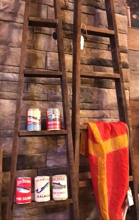 Repurpose salvaged ladders to make interesting shelving for the living room or a towel rack for the bathroom:)