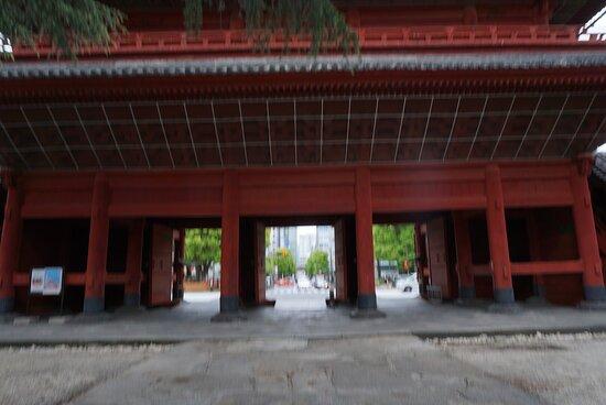 巨大な門です。
