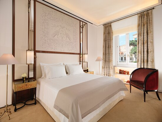 Hotel Eden Suite bedroom