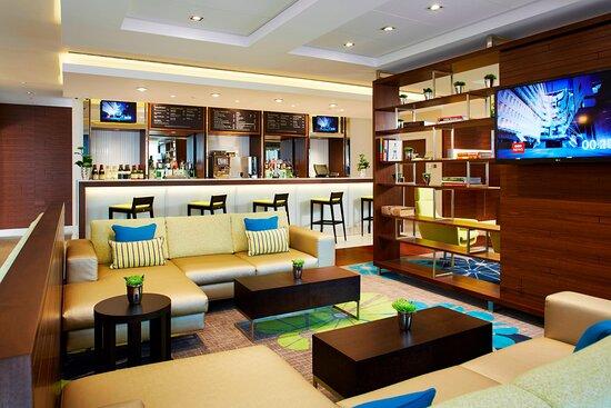 Kitchen & Bar Lounge Area
