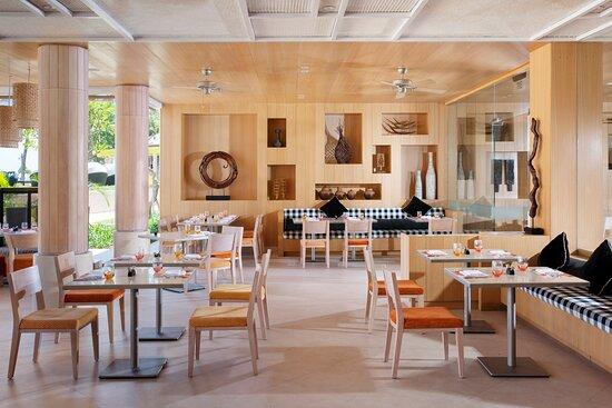 Palms Restaurant - Holiday Inn Resort Baruna Bali