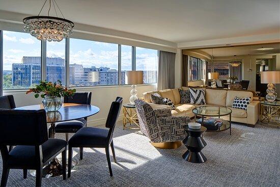 Parkview Suite Sitting Area - P1K