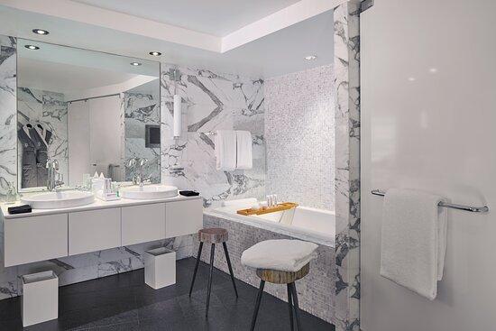 Parkview Suite Bath