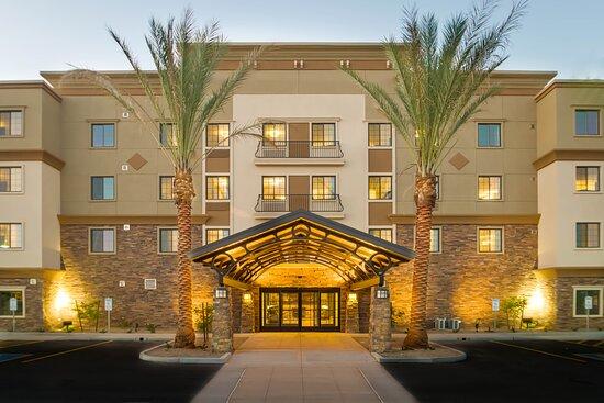 The beautiful entrance of the Staybridge Suites Phoenix Chandler