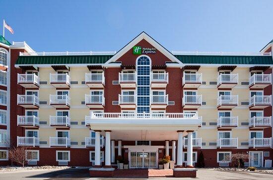 Holiday Inn Express & Suites Petoskey, an IHG hotel