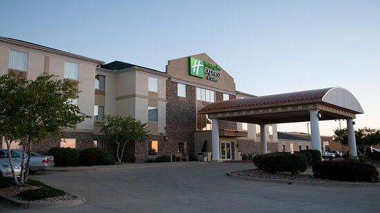 Hotel Exterior 3840x2160