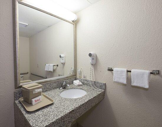 Vernon, CT: Bathroom