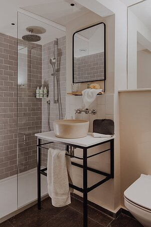Small Guest Room Bathroom