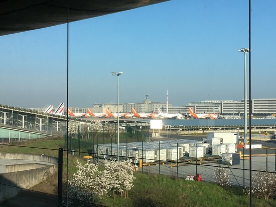 Charles De Gaulle Airport: CDG