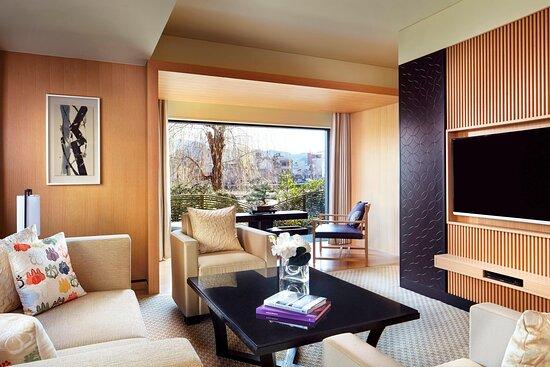 Corner Suite KITA