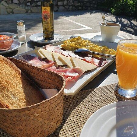 Desayuno, por cierto incluido en el precio. Rikisimo!! 😊