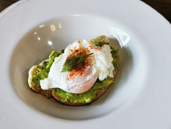 poached egg with smashed avocado on toast