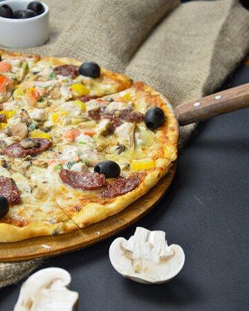Б'ємося об заклад, що той, хто хоч одного разу спробував піцу, приготовану у дров'яній печі, не зможе забути цей особливий смак і аромат. Замовте доставку та спробуйте.  📲093 000 22 02