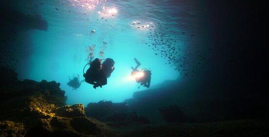 ราไวย์, ไทย: Caves to dive in at Phi Phi Islands #cavers