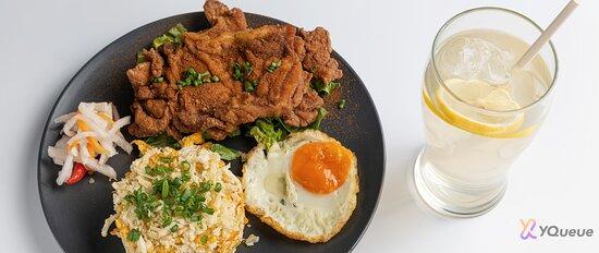 Taiwan 5 spiced fried chicken w/ scallion cauli fried rice