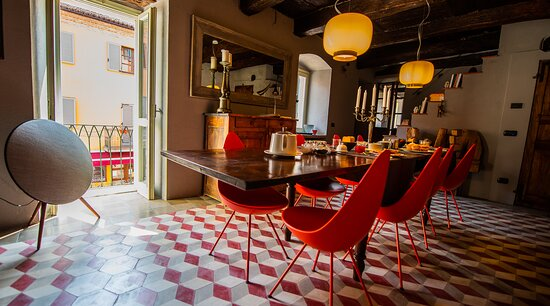 Enjoy you breakfast in this beautiful room at Al Palazzo Rosso