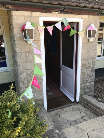 Shrewton, UK: Great to see the tea room is open again, must pop in soon!