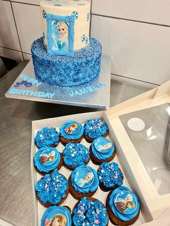 We do fresh cream cakes and cupcakes 😍
