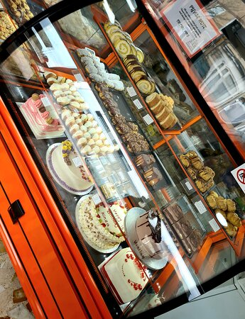 Get a full box of mix delicious pastries 😋