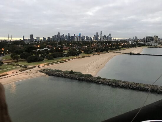 Melbourne Balloon Flights, The Peaceful Adventure: Flying past the beach