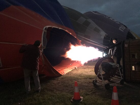 Melbourne Balloon Flights, The Peaceful Adventure: Setting up the balloons