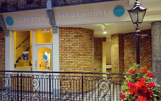 Sli Beatha Float House