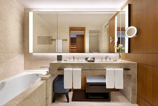 Executive Sea View Suite King Bathroom