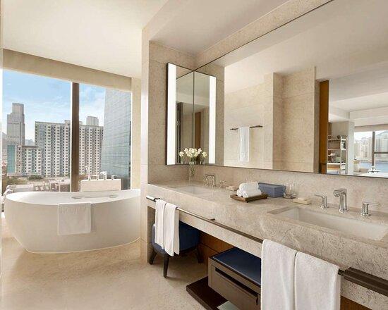 Club Premier Sea View with Balcony King Bathroom