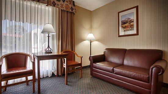 Poolside King Guest Room/Suite