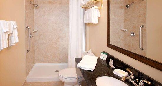 Traditional King Bathroom