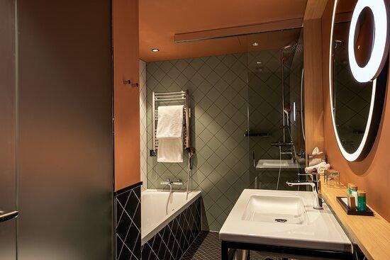 Sorell Hotel St Peter GDeluxe Room BWDusche