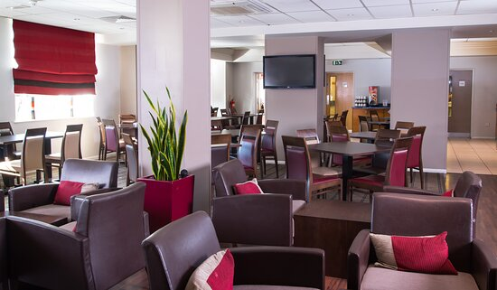 Catch up with friends in our lounge before exploring London