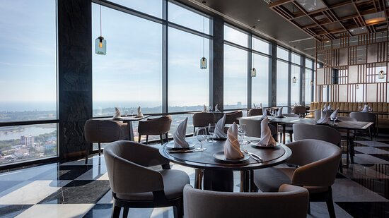 Elementi Rooftop Grill & Bar