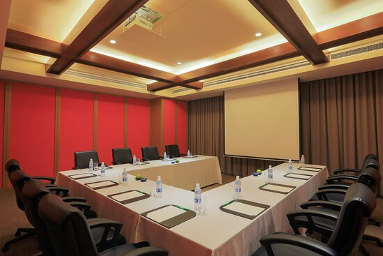 Modern and functional design characterize all 8 meeting rooms