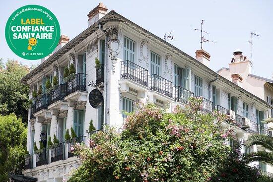 Facade magnifique de la Belle Epoque, un véritable hôtel de charme  !