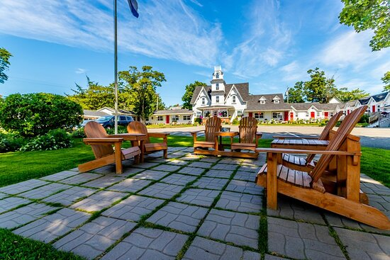 Lakelawn B&B and Motel Yarmouth Come as a guest - leave as a friend.