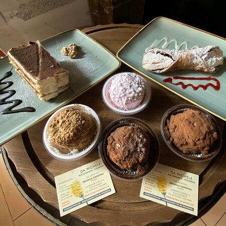 Italienische selbstgemachte Desserts 😋 Tiramisu, Cannolo Siciliano, Tartufo al Schokolade, Erdbeere, und Café. Ristorante Pizzeria Da Michele