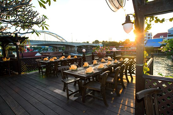 ห้องอาหารสวนริมน้ำ บรรยากาศริมแม่น้ำป่าสัก โรงแรมกรุงศรีริเวอร์