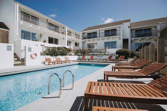 Beach Retreat Flats and Apartments, surrounding the Mini LIdo