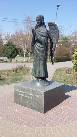 """Скульптура """"Ангел-Хранитель"""" для города-героя была отлита из бронзы в Белоруссии. Её вес - около 600 кг."""