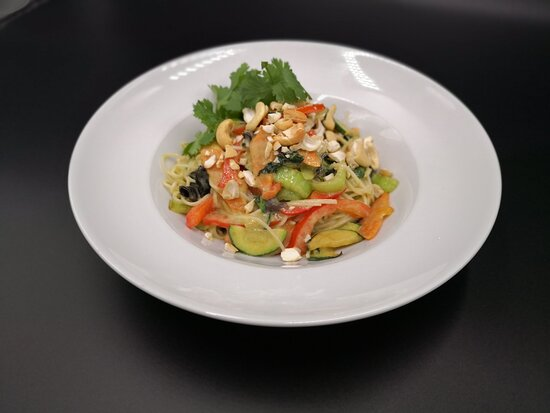 Green Curry with asia noodles and vegetables