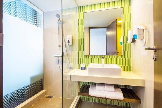 Guest Bathroom at Holiday Inn Express Bangkok Sukhumvit 11