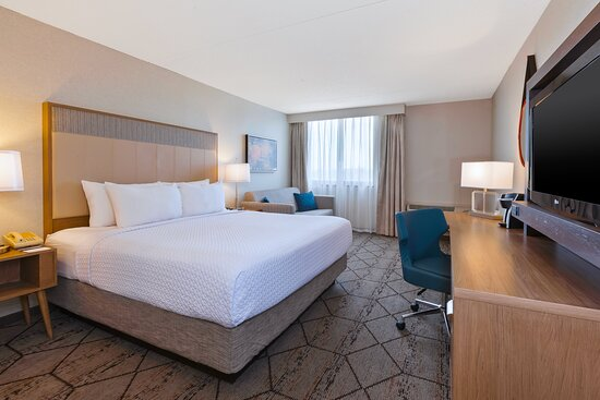 Stay at our Columbus hotel with King Bed and Sofa Bed