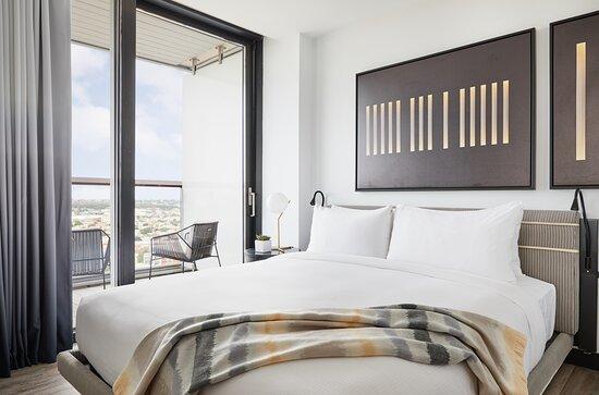 Deluxe Corner Suite with Wraparound Balcony