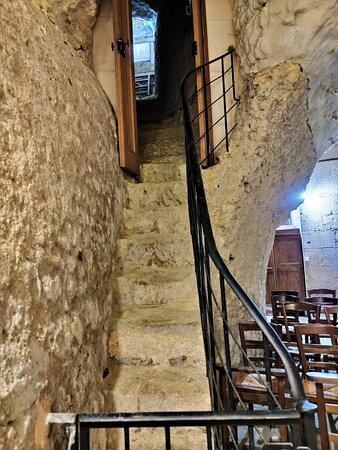 Bimillénaire, cette église Sainte-Radegonde est témoin d'un passé extraordinaire.