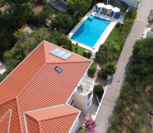 Splitska, Croatia: property